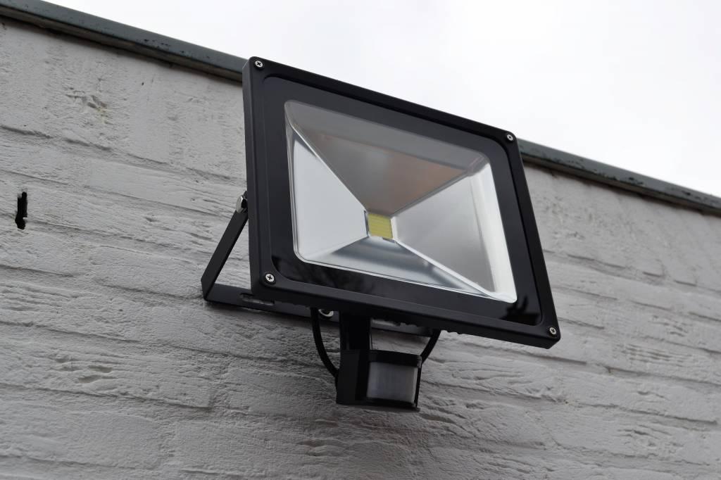 Led w schijnwerper met pir sensor bouwlamp lm k ip