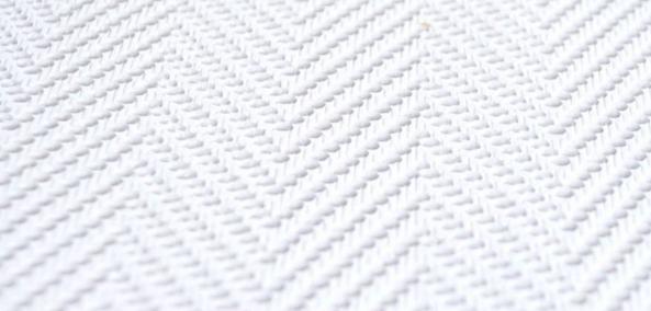 Wit behang bij de Behangwinkelier