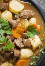 Frans runderstoofpotje van wortel, zilveruitjes en aardappelpuree