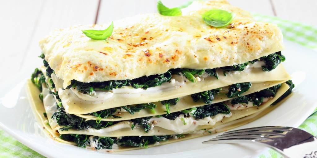 Lasagne van zalm, spinazie, trostomaat en basilicum