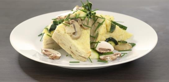 Pannenkoekenschotel van kaas en champignons (vegetarisch)