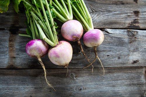 Speklapje in jus, aardappels en meiraapjes in groentesaus
