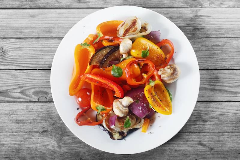 Oosterse noedels met prei, wortel, paprika, ui, paksoi, bosui  en biefstukreepjes in oestersaus