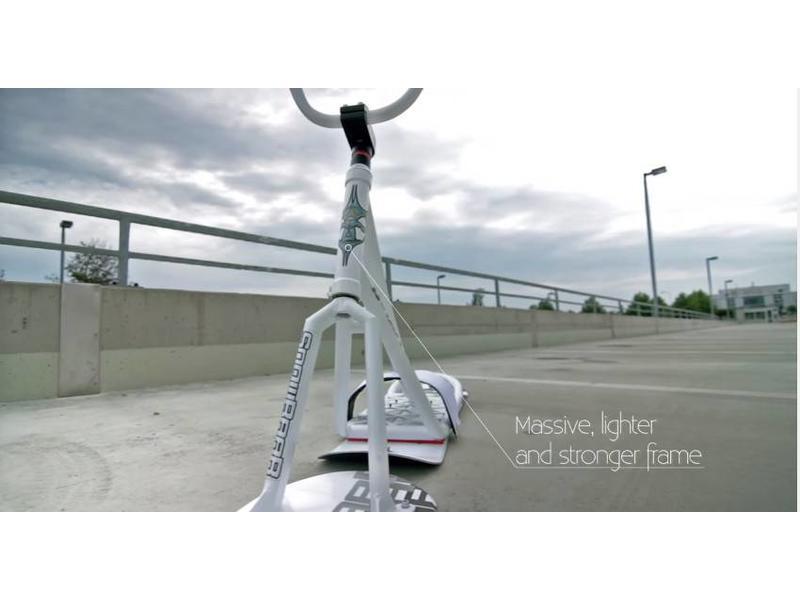 Snowbaar Beaster RACE snowscoot van Snowbaar
