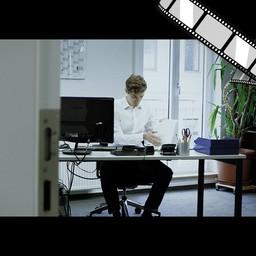 """Video """"Der E-Mail-Inhaltsverlauf """" szenisch"""