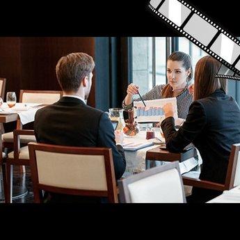 """szenisches Video """"Business Lunch, Gespräch über Kunden"""""""