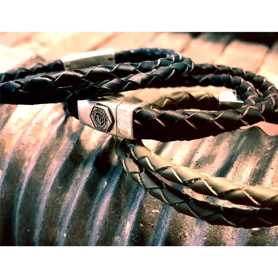 NO STRINGS ATTACHED - BLACK - SILVER