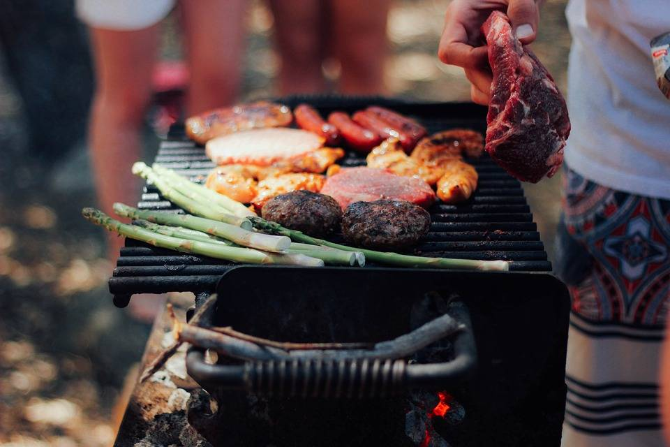 Want to organise a successful barbecue? This is how you pull it off!