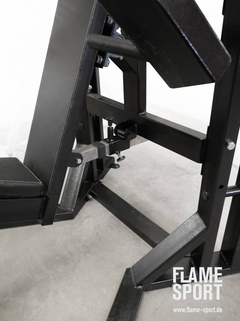 Brusstpressmaschine (6AXX2) sitzend mit verstellbarer Rückenlehne und Sitztiefe (Enger Griff)