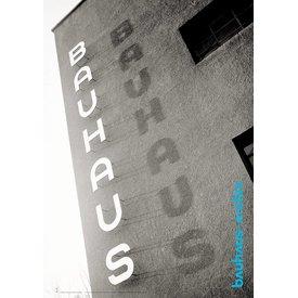 bauhaus-shop plakat: bauhaus-schriftzug am bauhaus dessau