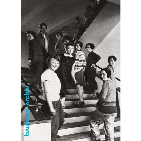plakat: weberinnen auf der bauhaus-treppe