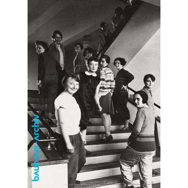 bauhaus-shop plakat: weberinnen auf der bauhaus-treppe