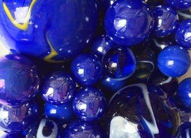 Blaue Murmeln