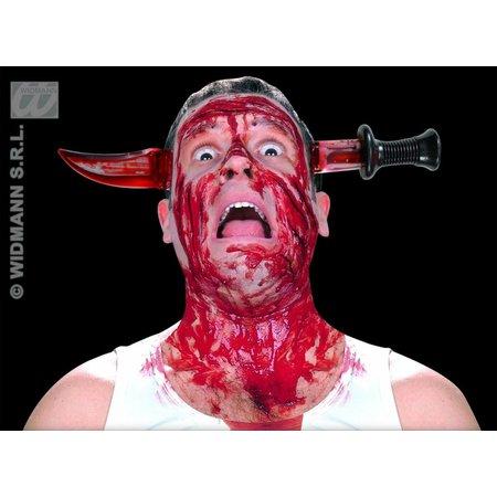 Mes door hoofd met bloed