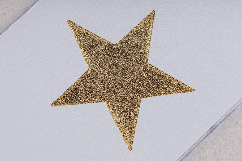 Atelier Jacques The Golden Star - Lederen postkaart met een gouden folie ster.