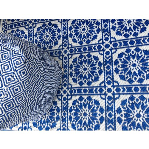 Wonder Rugs Poef voor in de tuin met tuinkleed blauw