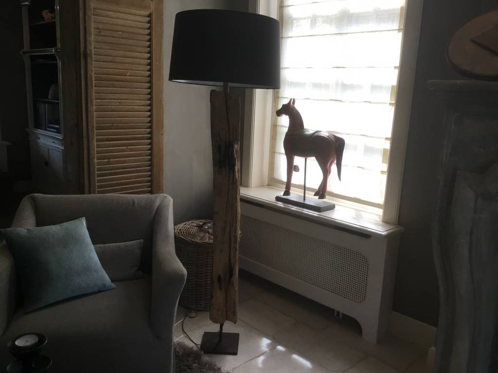 Oude balk Vloerlamp