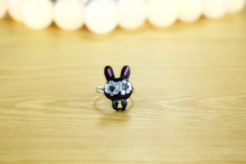 """Cute Clay """"Häschen mit Krawatte""""-Ring"""