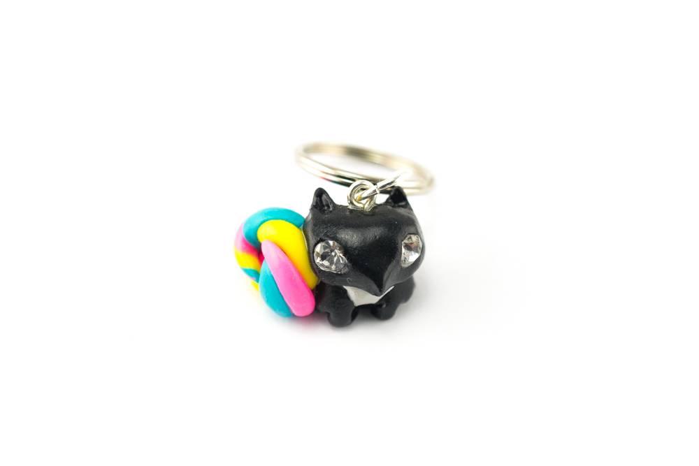 """Cute Clay """"Rainbow Squirrel"""" - Schlüsselanhänger"""