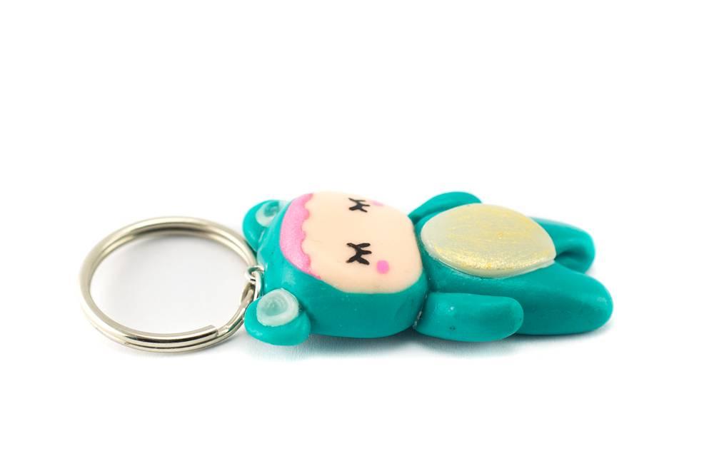 "Cute Clay ""Pyjama Girl""-Schlüsselanhänger"