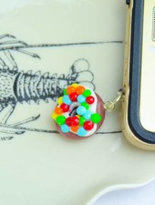 "Cute Clay ""Donut mit Schokolinsen"" - Dust Stopper"