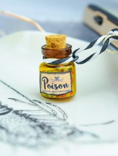 "Cute Clay ""Poison Cute Arsenic"" - Dust Stopper"