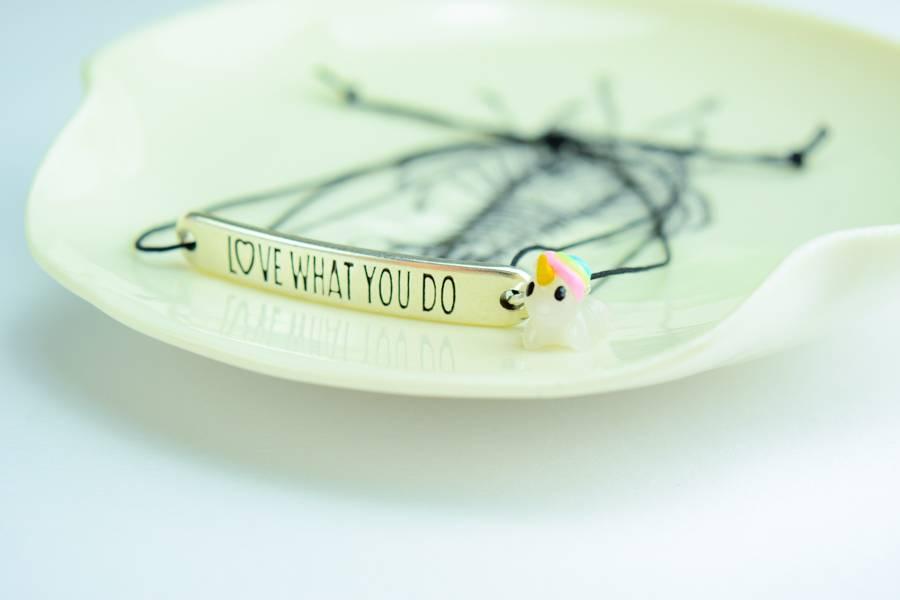 "Cute Clay ""L♥ve what you do"" - Armband mit Mini-Einhorn"