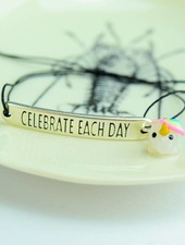 "Cute Clay ""Celebrate each day"" - Armband mit Mini-Einhorn"
