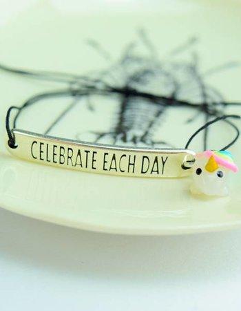 "Cute Clay ""Celebrate each day"" - Armband mit Mini-Einhorn"