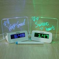 Wekker met led, schrijfbord en USB