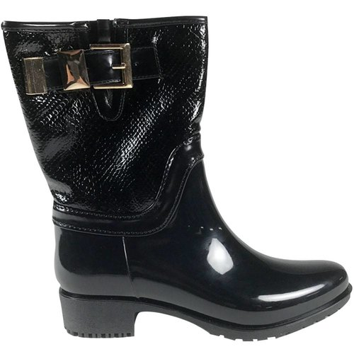 Black belted boots ||