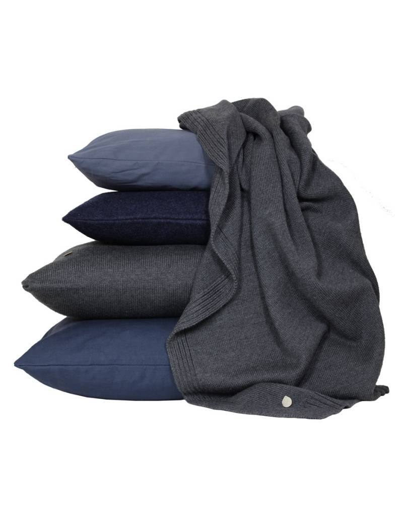 Set van kussen en een plaid in grijs en blauw tinten