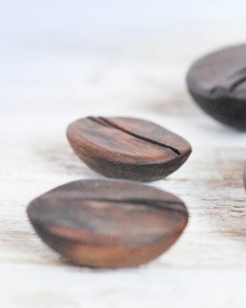 Kaffeebohnen aus Holz
