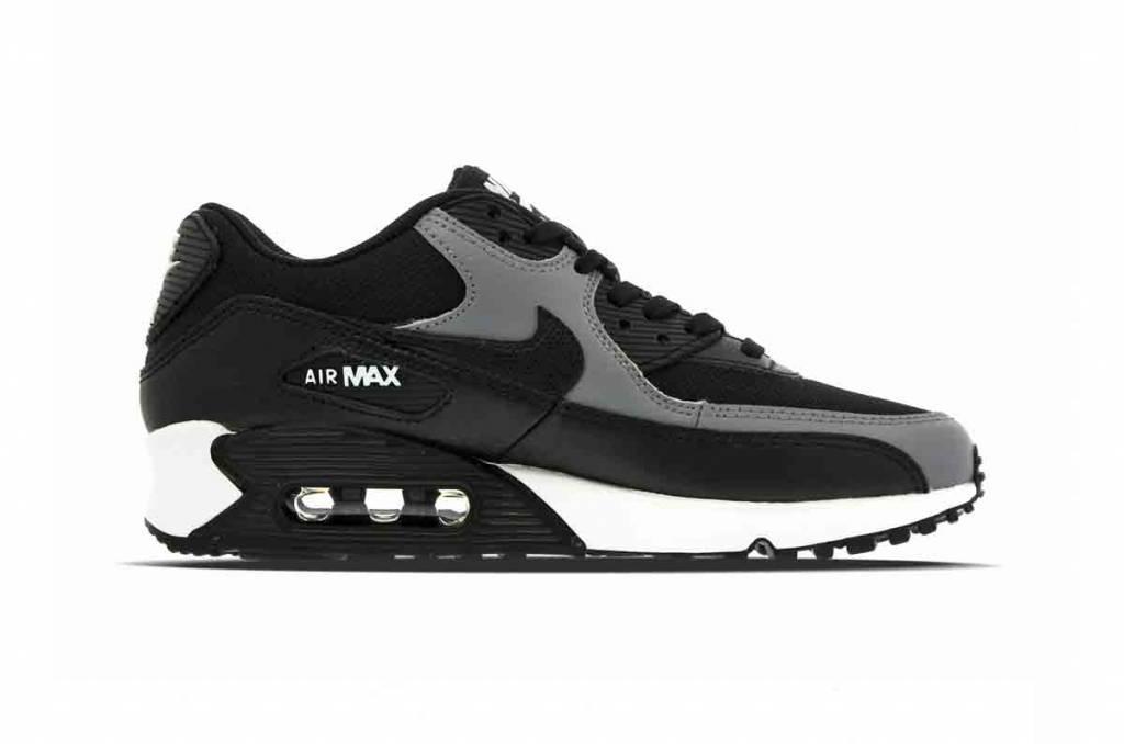 - Nike Air Max 90 WMNS