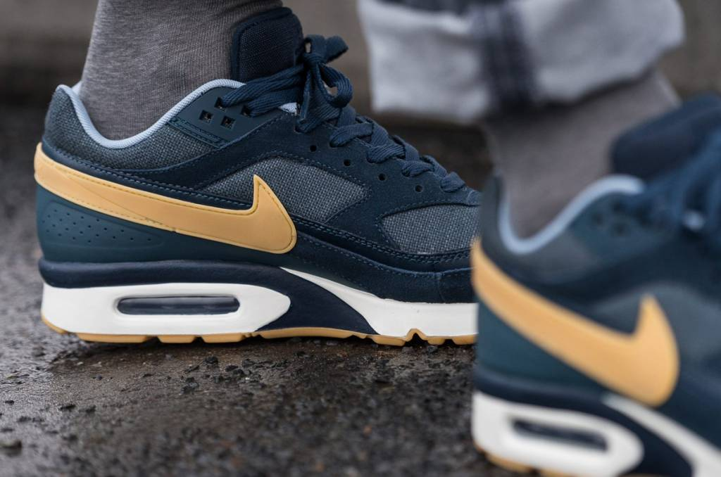 15e6a95ffa3 Tenandup pick up ee936 6d99d nike air max bw premium olympic. 411a0931a296 Nike  Air Max 90 Essential - Sizes 10 and ...