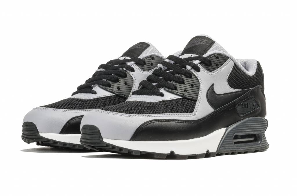 0878bf25ecb ... 411a0931a296 Nike Air Max 90 Essential - Sizes 10 and up - Tenandup ...