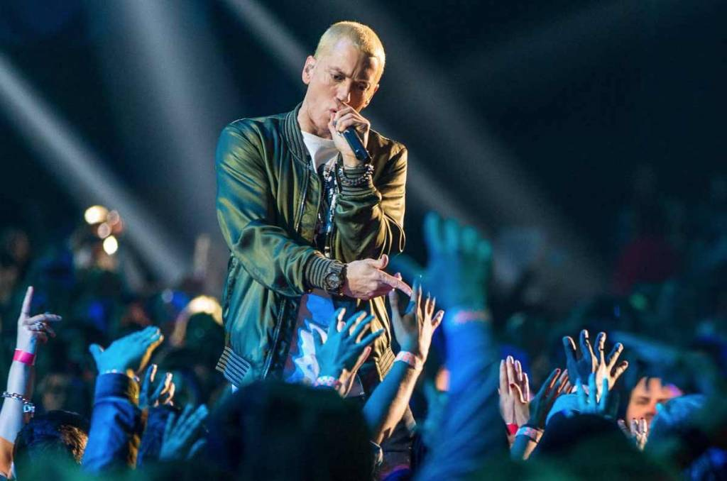 Welke sneakers draagt Eminem?