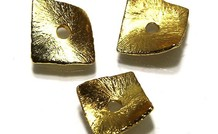 15 stuks gold plated chips ca. 8x8mm