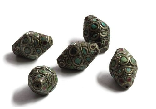 Tibetanische Perle mit Türkis und Koralle
