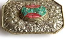 Tibetaans zilveren Repousse gesp met Bloedkoraal en Turkoois