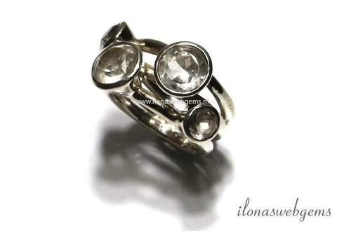 Sterling Silver ring with Rhinestone size: 18.5