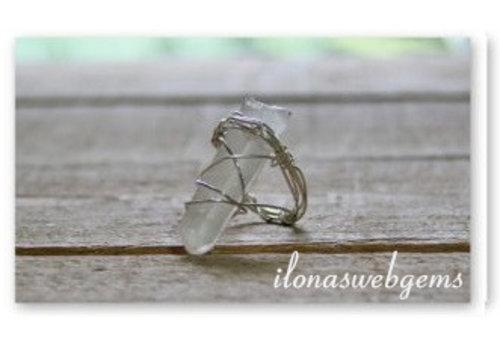 Inspiratie sterling zilveren ring met bergkristal obelisk