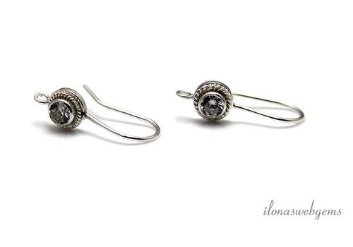 1 paar Sterling zilveren oorhaakjes met heldere CZ