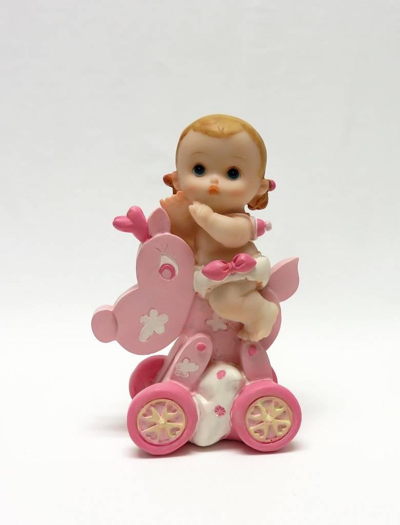 Een schattige baby meisje die op een rij wagentje zit bedankjes presentjes - Baby meisje idee ...