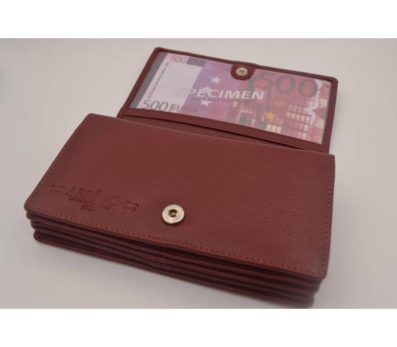 In deze volledig uit leer vervaardigde anti skim portemonnee bergt u uw pasjes altijd veilig op.