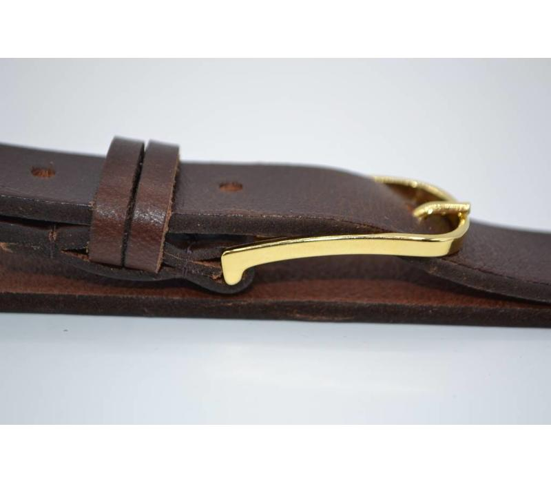 Smalle damesriem uitgevoerd in het bruin met geklede gouden gesp en dubbele lus