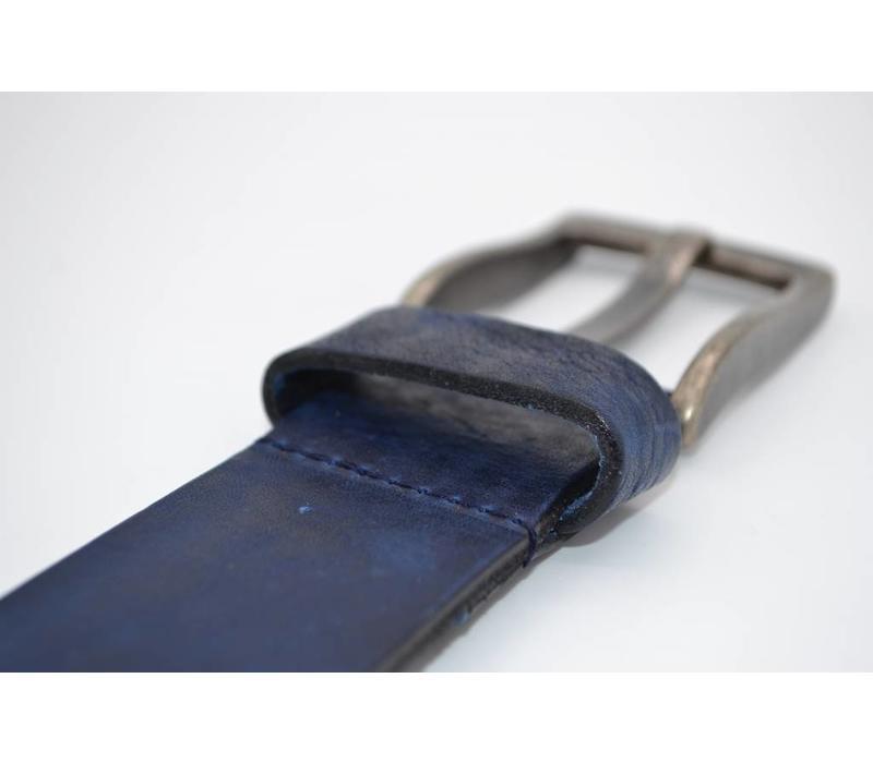 Blauwe riem van italiaanse topkwaliteit en gave details