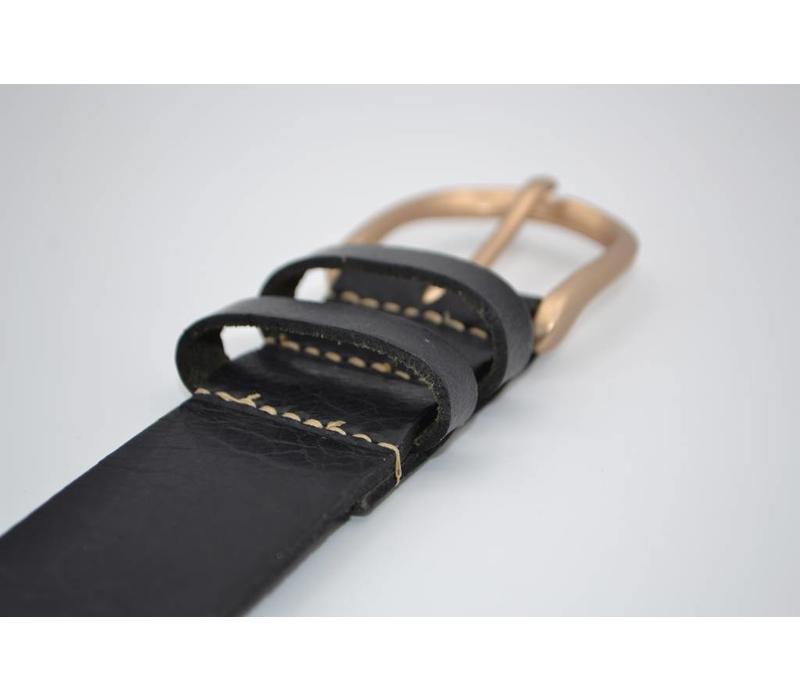 Zwarte riem van Italiaanse topkwaliteit en een leuke gouden gesp.