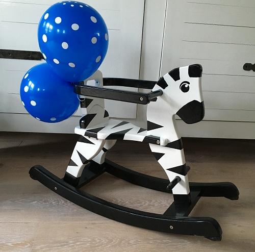 DIY: Een zebra hobbelpaard maken