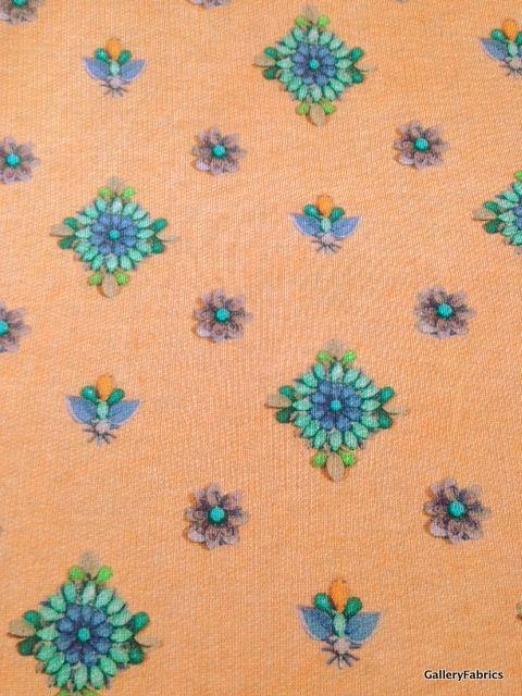 Zomersweat abrikoos met bloemen
